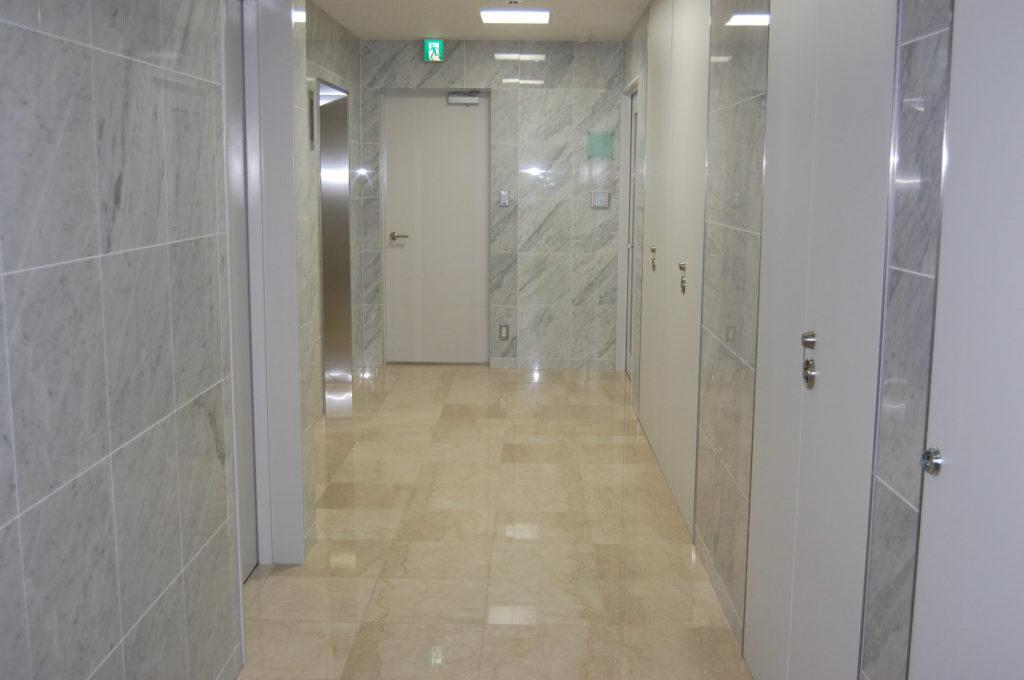 オフィスビル 新築の廊下