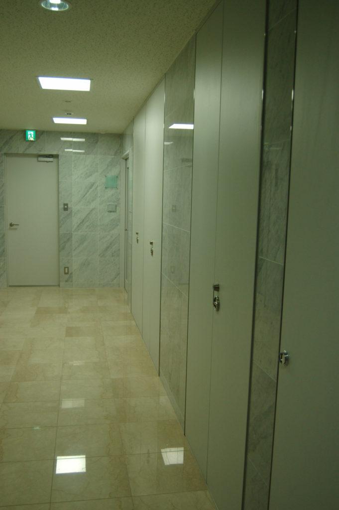 オフィスビル廊下の間接照明