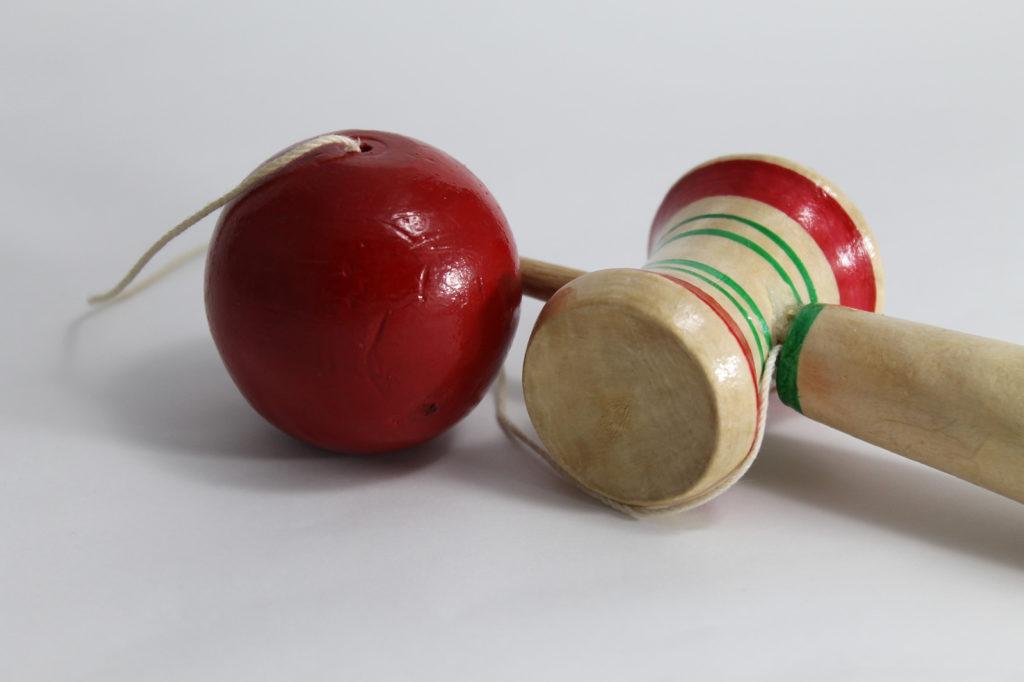 昔のおもちゃ「けん玉」