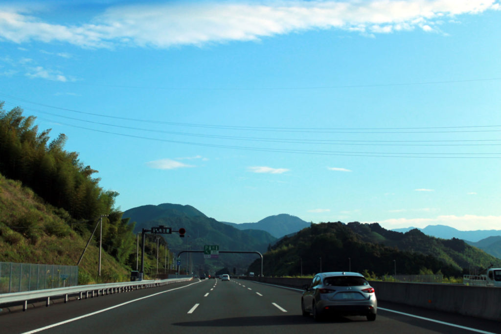 新東名高速道路を走行中