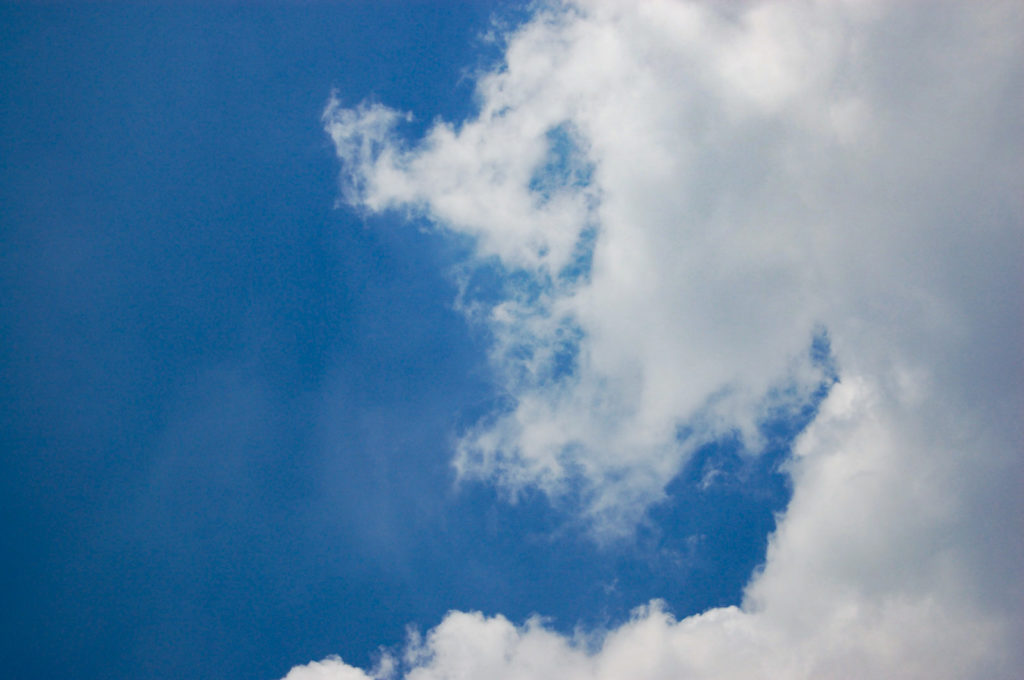 雨雲の端の写真