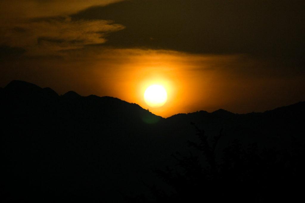 夕日、夜と夕方の境目