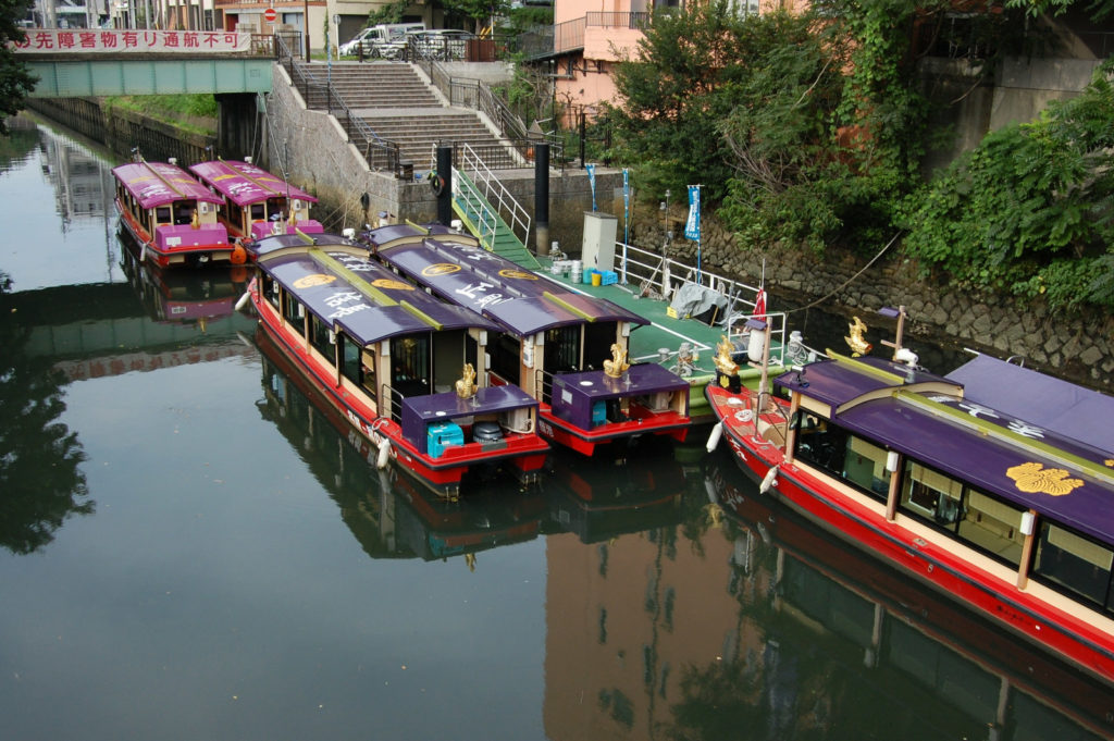 客を待つ屋形船(名古屋)