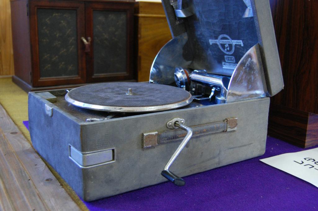 古いレコードプレーヤー