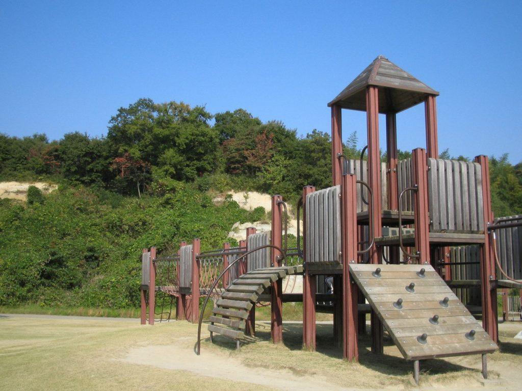 アスレチックにあるような公園の遊具