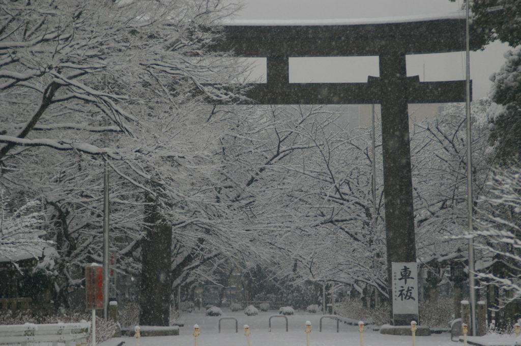 雪景色 神社の鳥居