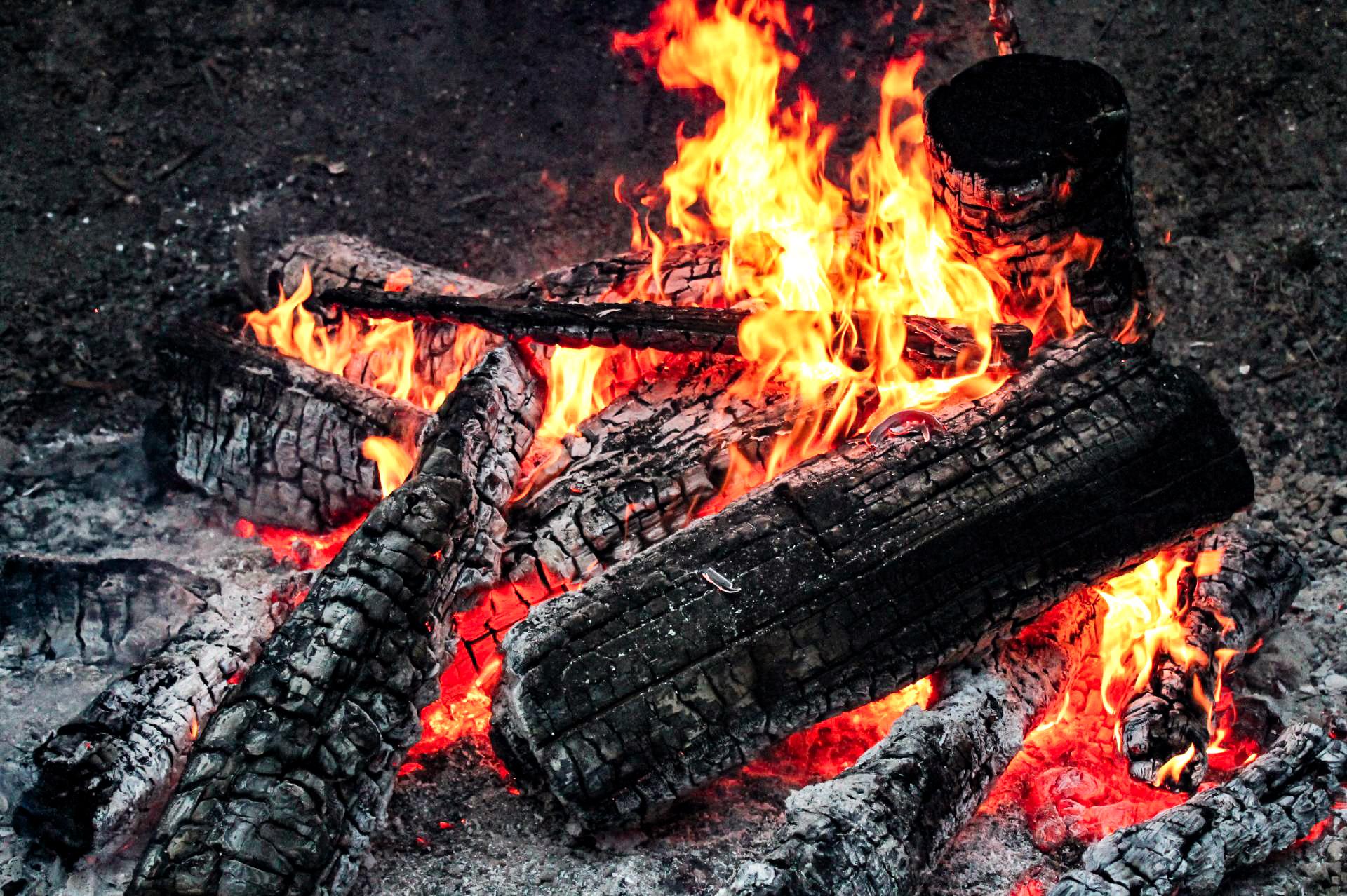 神社の焚き火