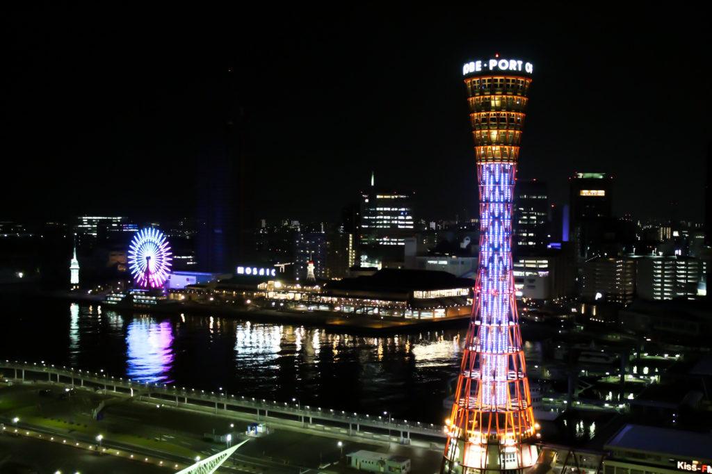 神戸ポートタワーと観覧車の夜景