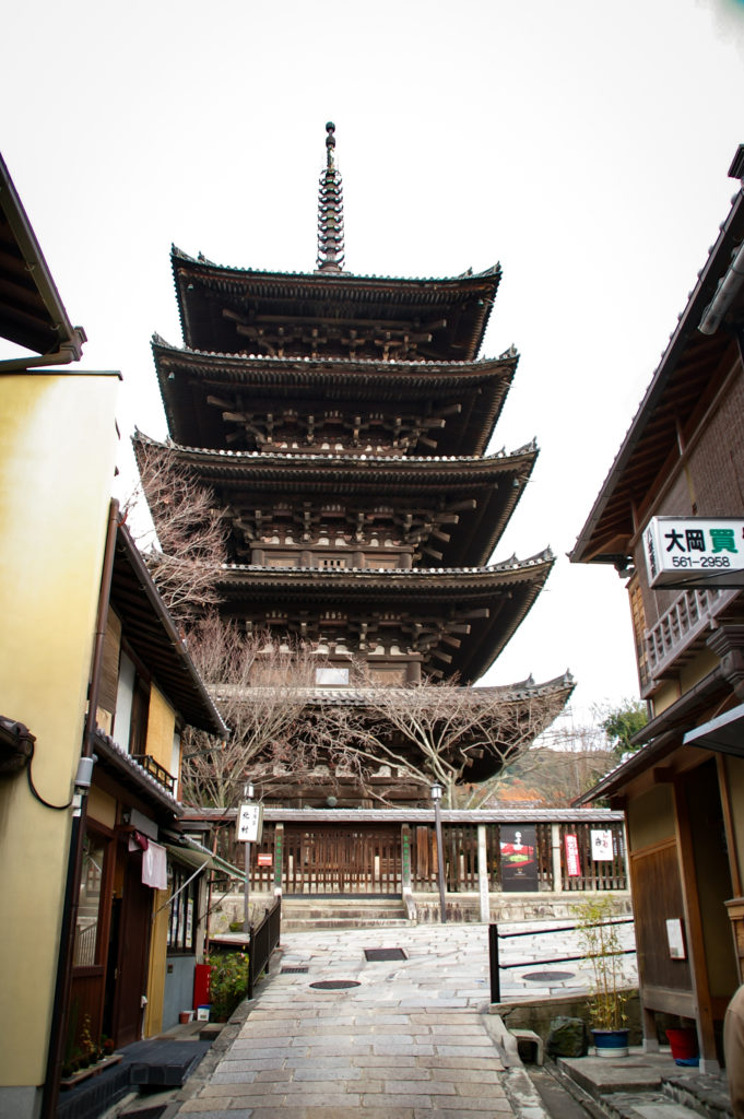 石畳を抜けたら法観寺(Hokan-ji Temple)の五重の塔