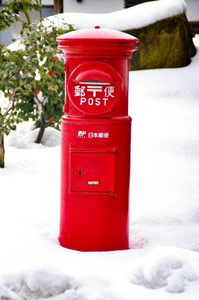 雪の日の郵便ポスト