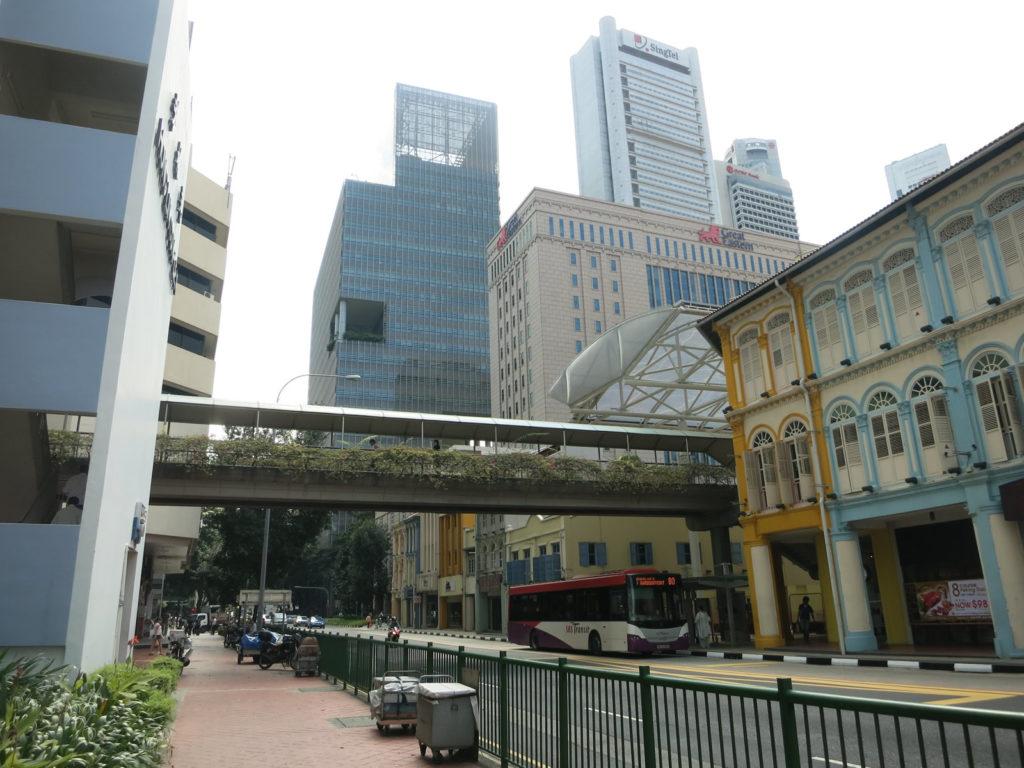 高層ビルが立ち並ぶシンガポールのオフィス街