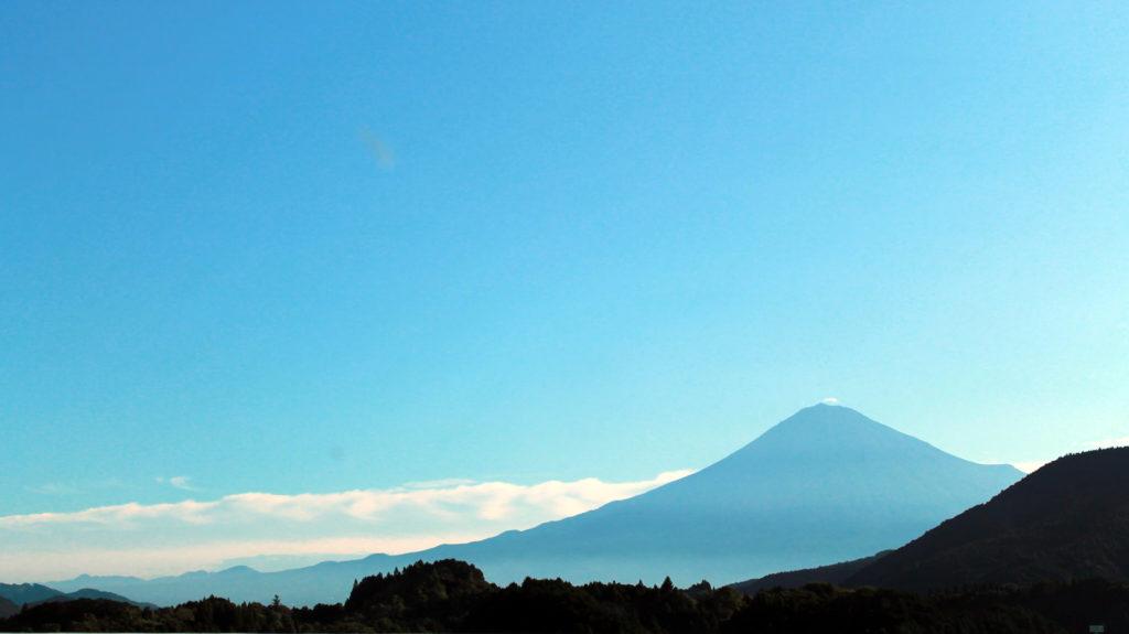 新東名高速道路から見える富士山