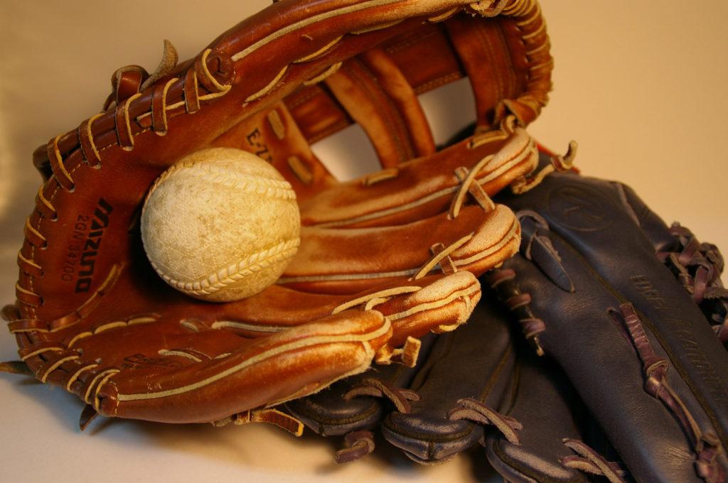 グローブと軟式野球のボール