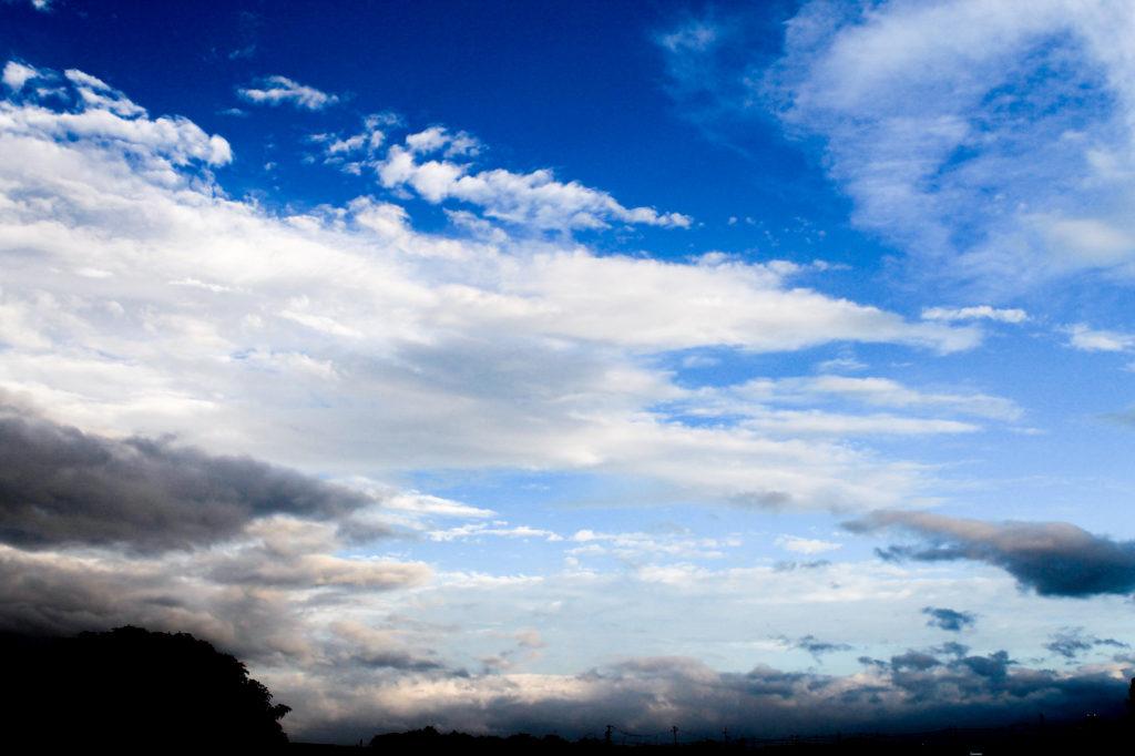 台風通過前の空