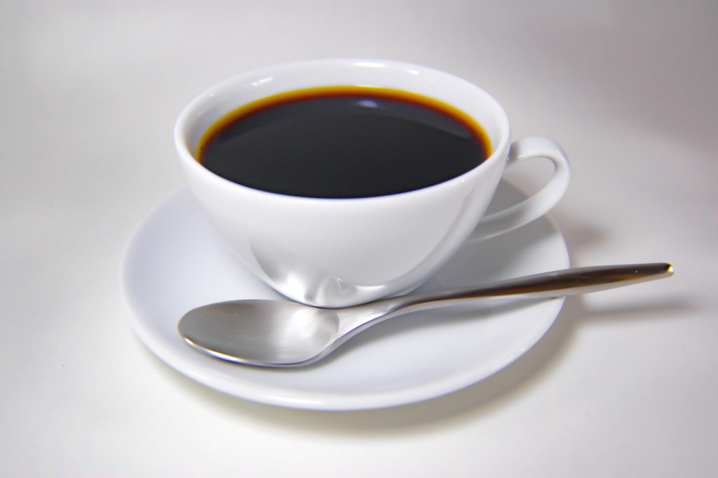 コーヒーカップに入れたブラックコーヒー