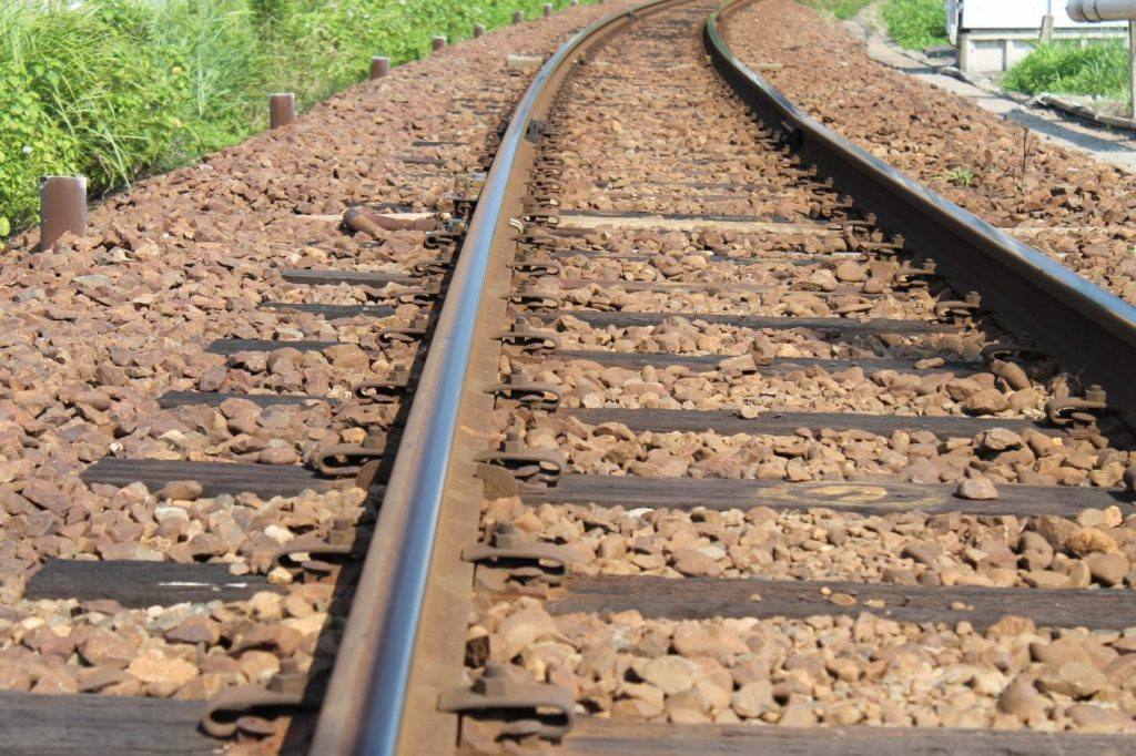 線路目線でローカル線の線路を撮影