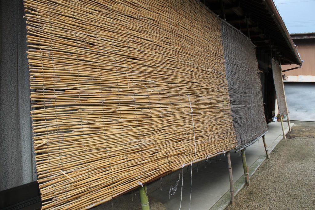 大きな自作の葦簀(よしず)