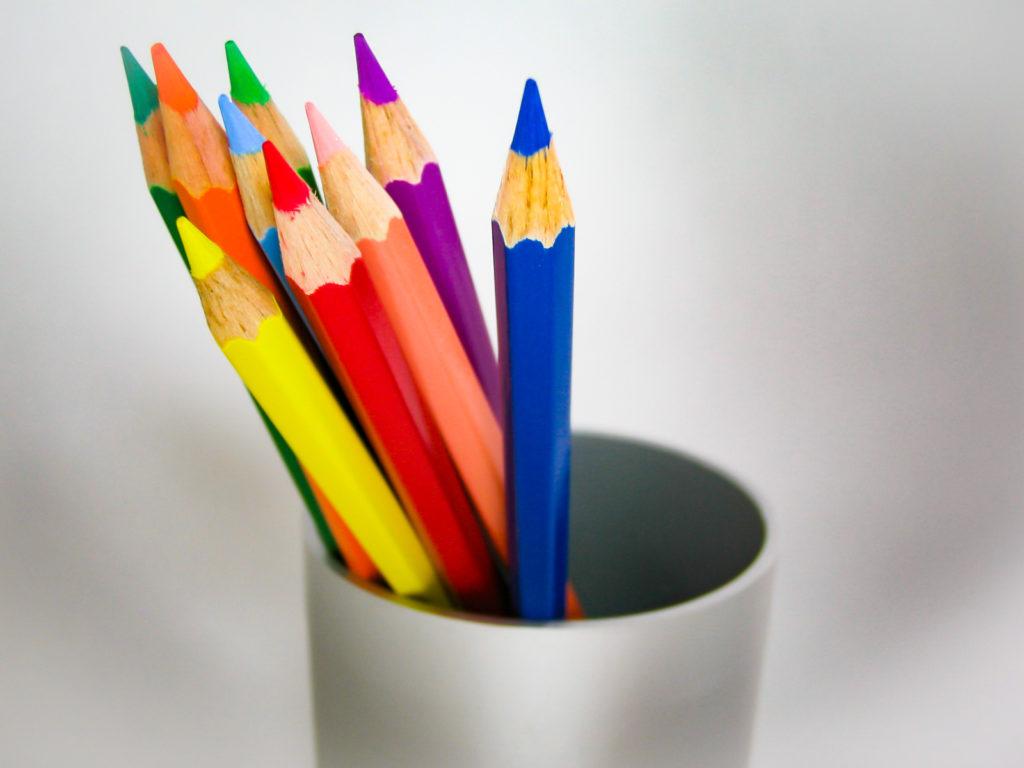 色鉛筆とペン立て