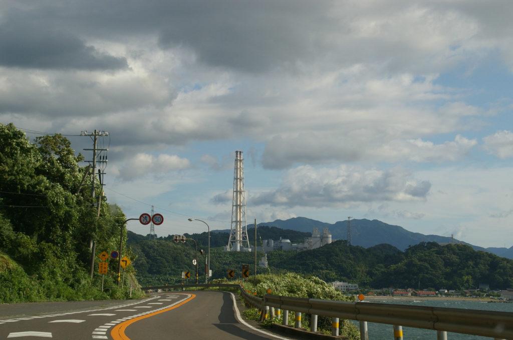 敦賀湾沿いの道路