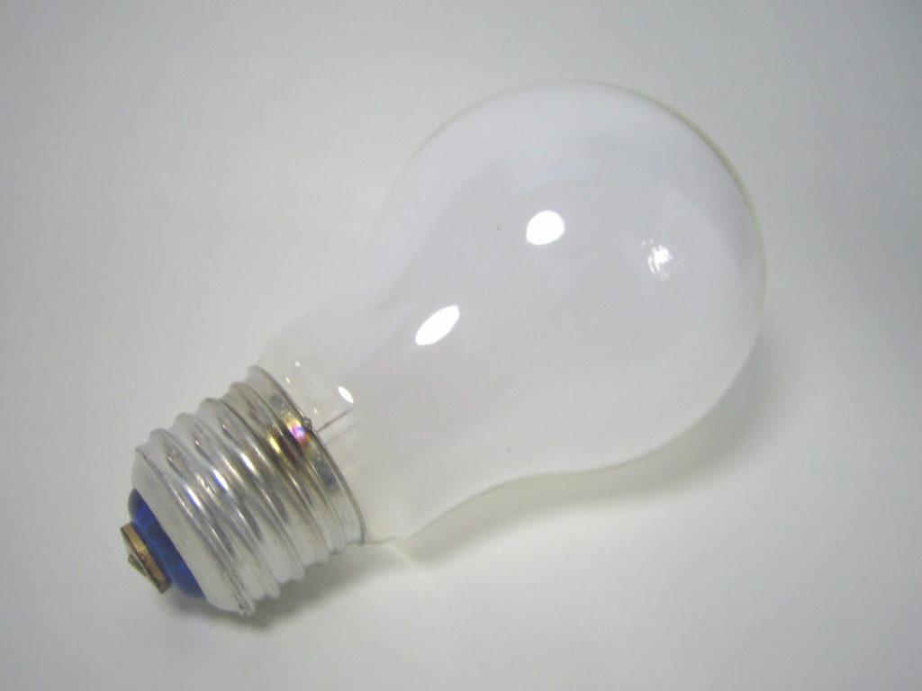 LED電球に押されて消えつつある白熱電球