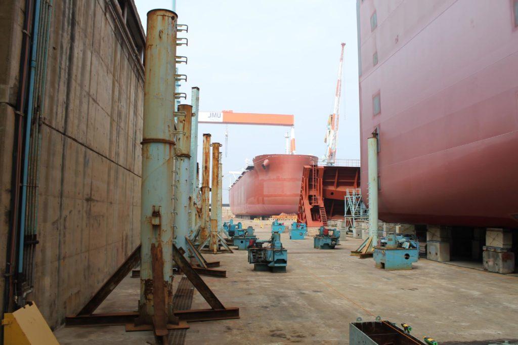 造船場の貨物船