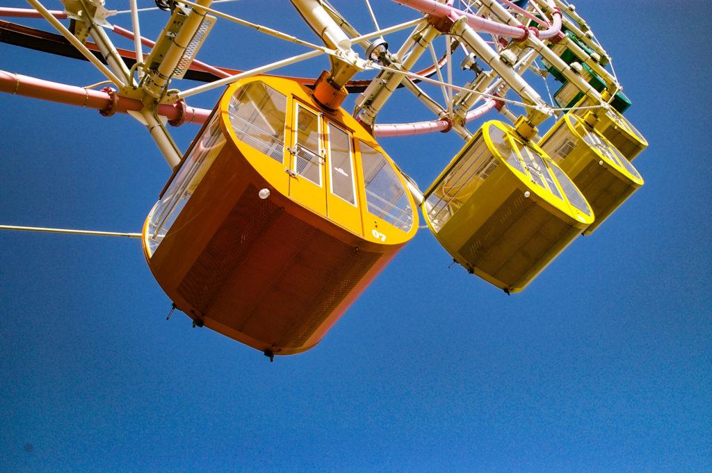 青空と観覧車2の写真