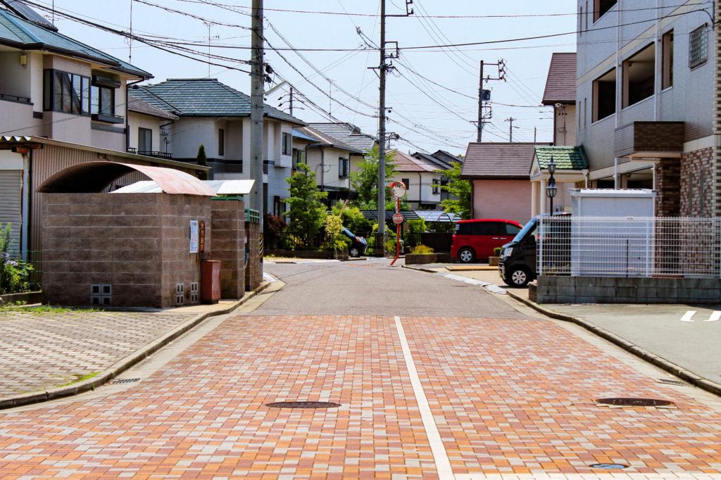 郊外の住宅街の写真