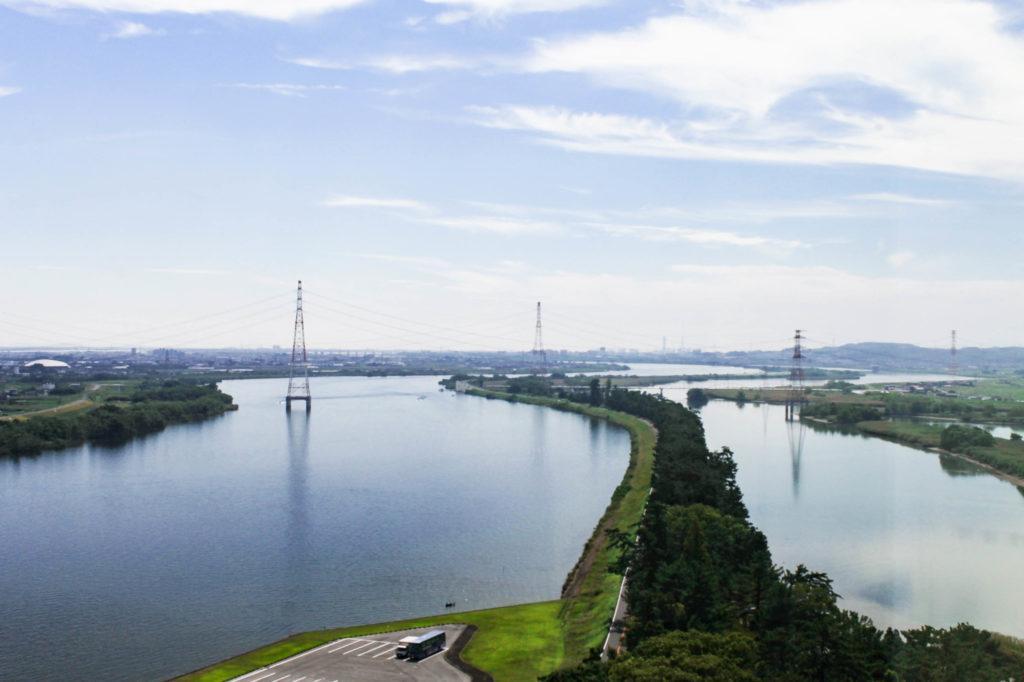 木曽三川公園内ツインアーチ138からの木曽川の眺めの写真